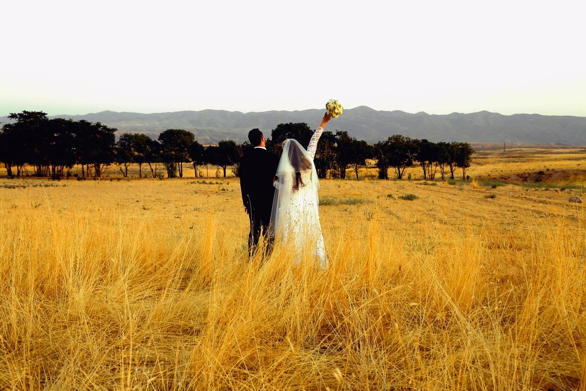 عروسی در مزرعه و نحوه گل آرایی آن